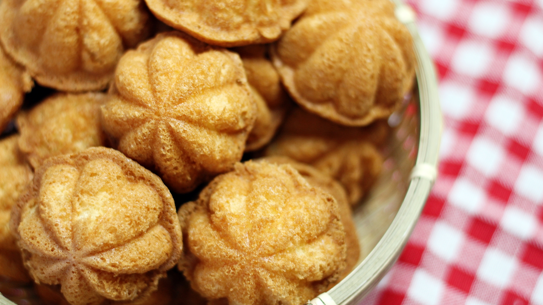 Kuih Bahulu is a chinese sponge cake and is commonly eaten during ...