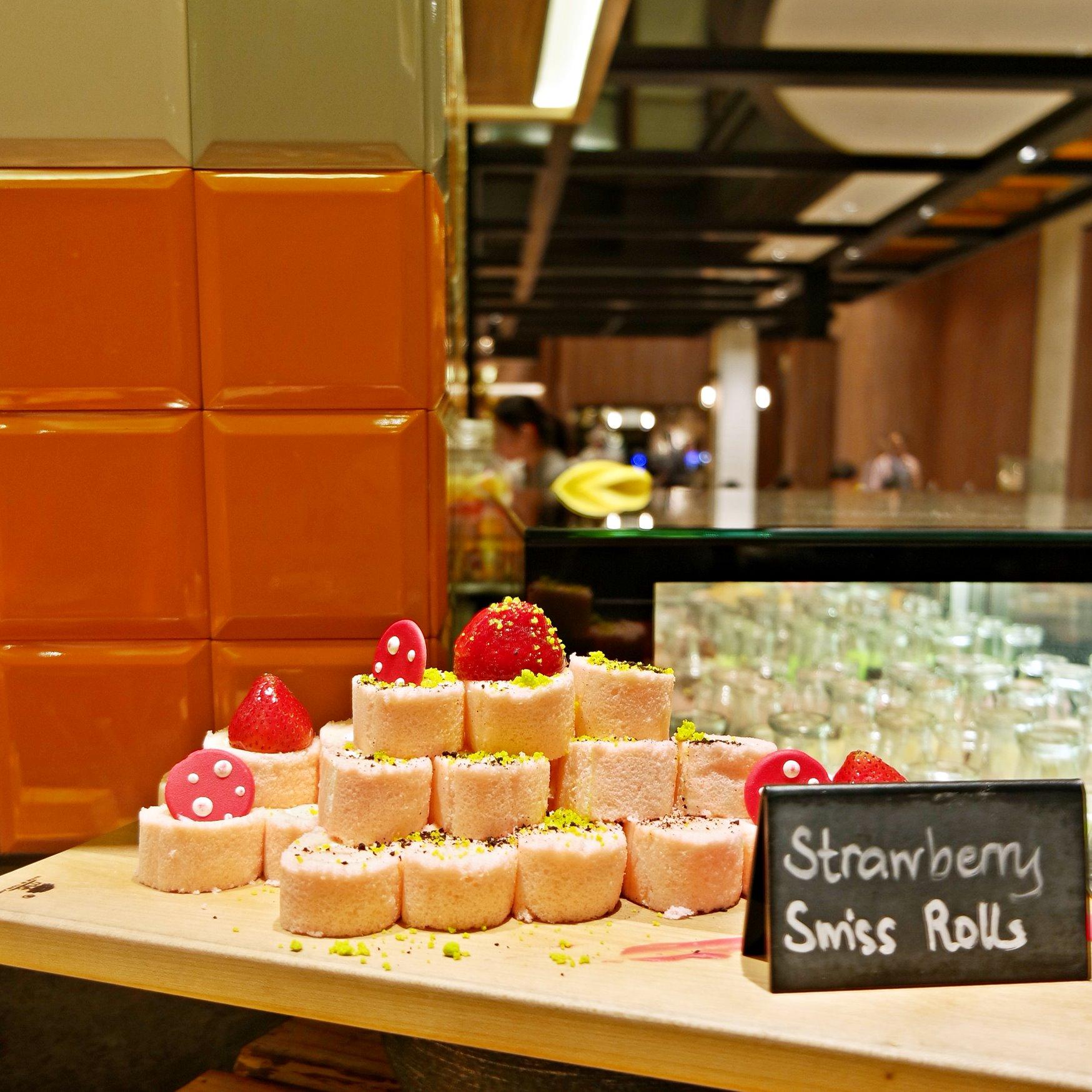 Strawberry Swiss Roll @ J65