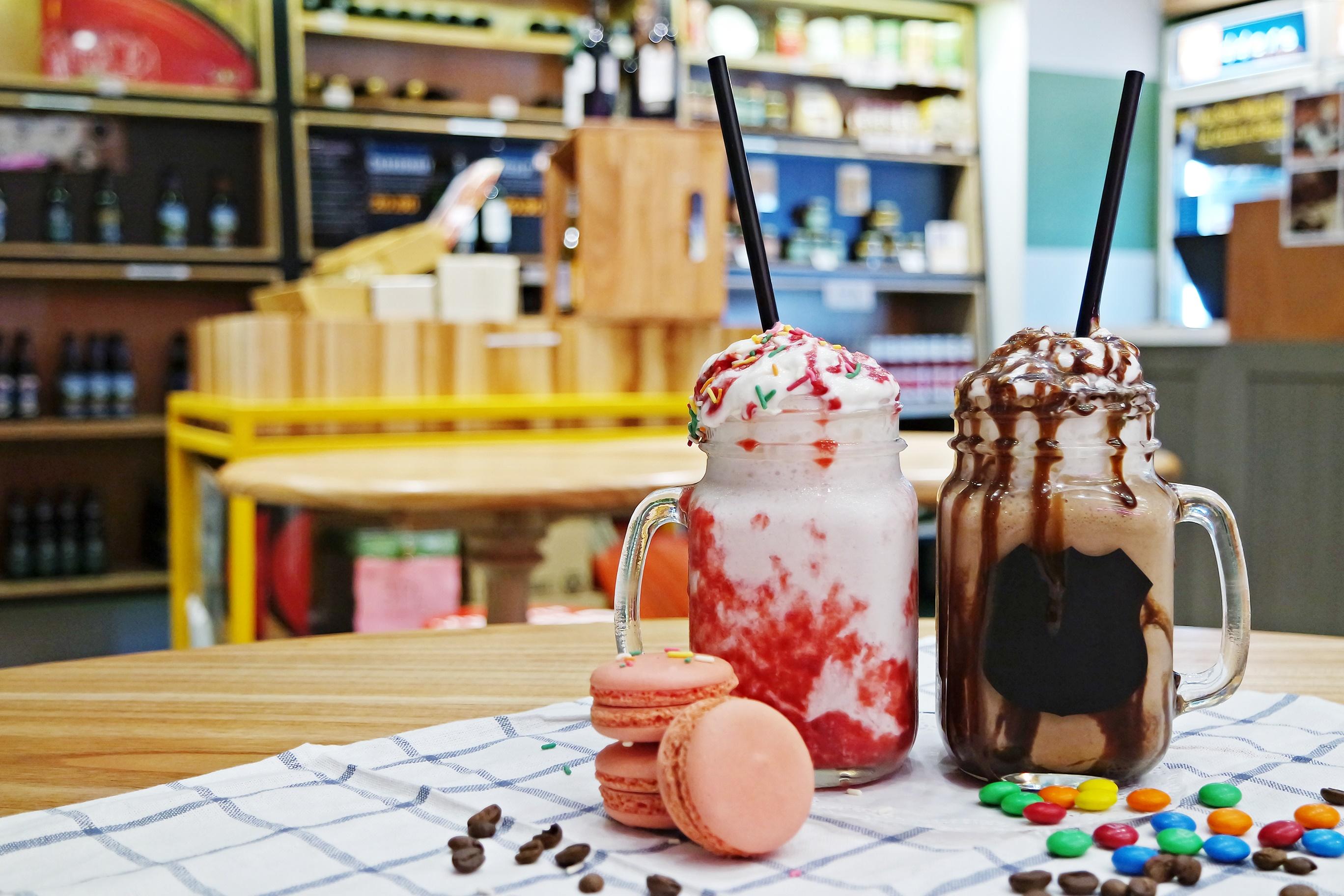 Strawberry & Chocolate Classic Milkshakes