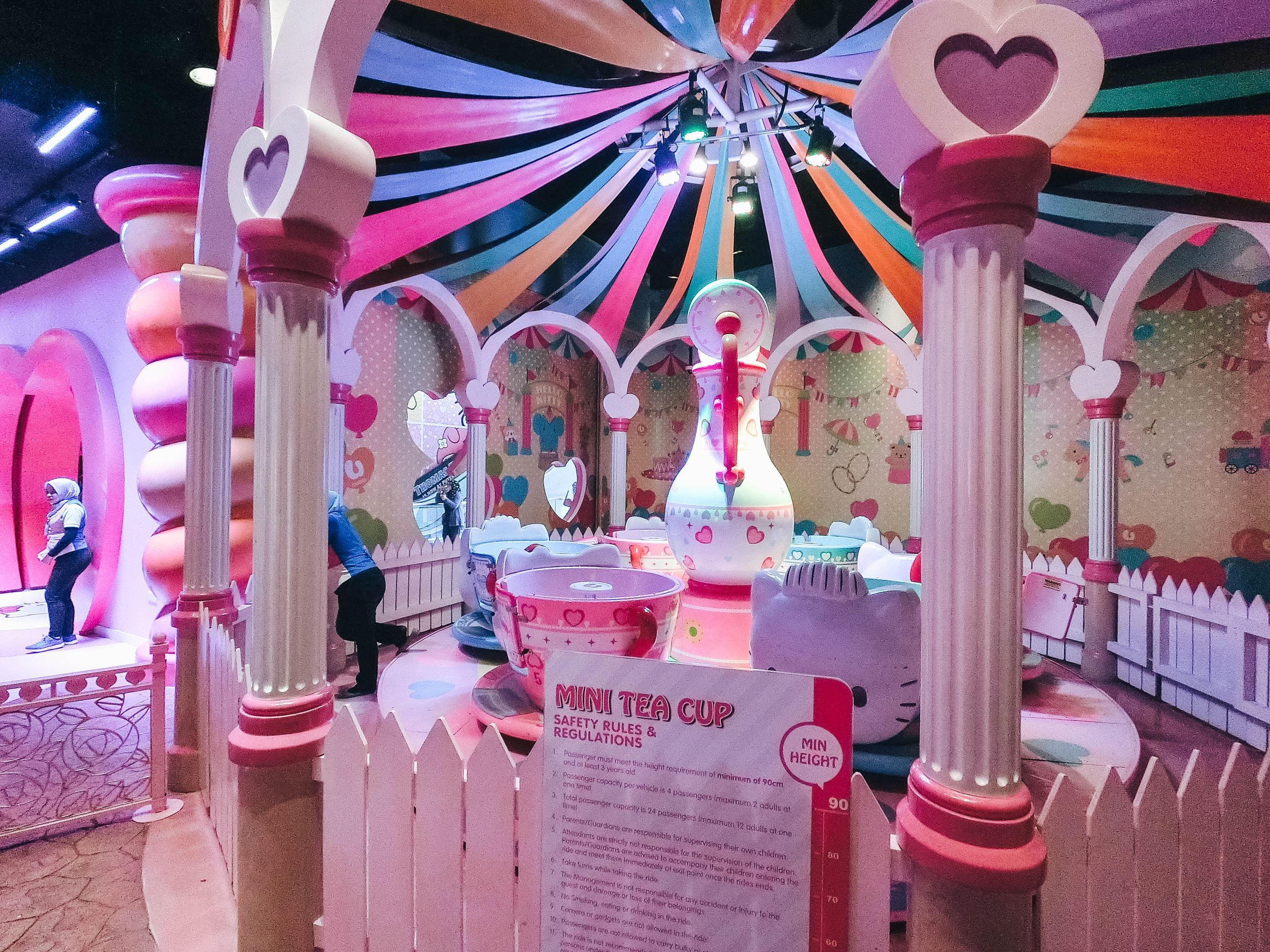 Sanrio Hello Kitty Town - Tea Cup Rides