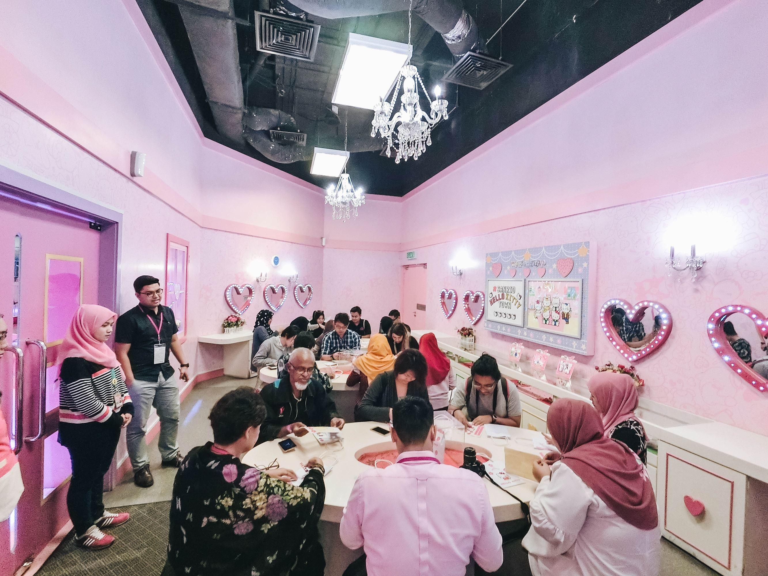 Sanrio Hello Kitty Town - Wishful Studio