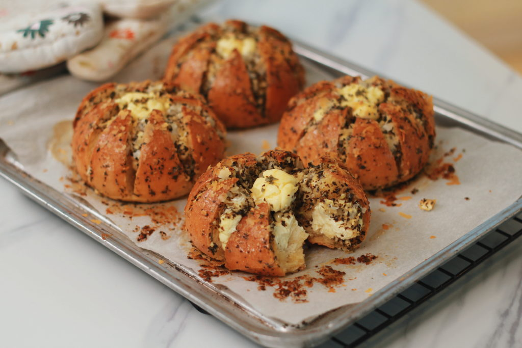 Cream Cheese Garlic Bread (육쪽마늘빵)